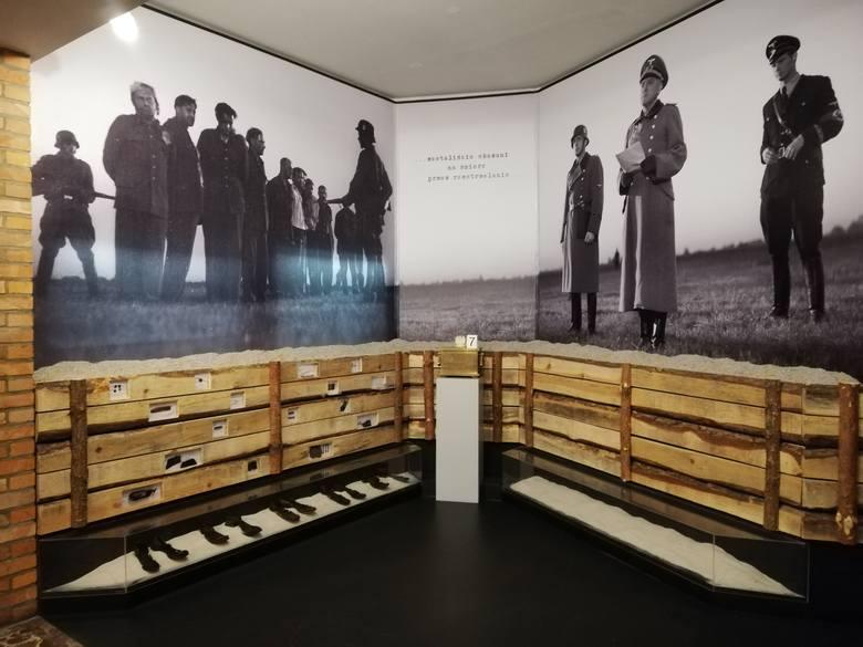 Ekspozycja w Muzeum Poczty Polskiej, na której prezentowane są przedmioty znalezione przy rozstrzelanych obrońcach