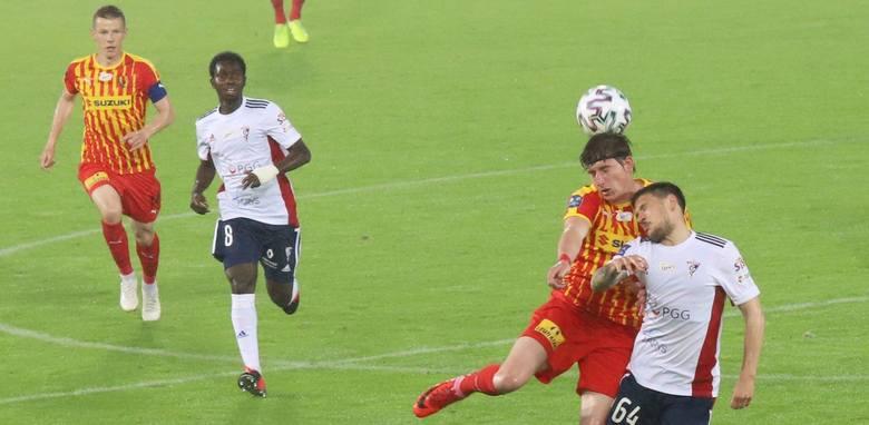 Piłkarze Korony Kielce przegrali bardzo ważny mecz w walce o utrzymanie - na wyjeździe z Górnikiem Zabrze 2:3. Kilku piłkarzy zagrało dobrze i z ogromną