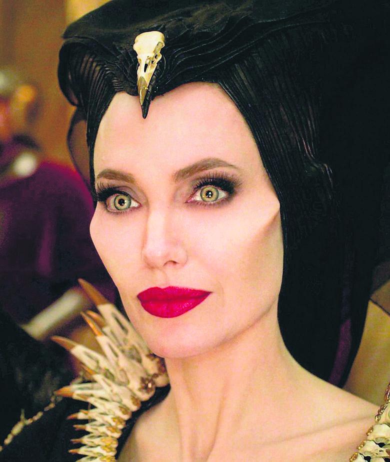 """Tak, Angelina Jolie zdecydowanie jest demonem - tutaj w """"Czarownicy 2""""Jennifer Lopez, Angelina Jolie, Joaquin Phoenix, Charlize Theron, Woody Harrelson,"""