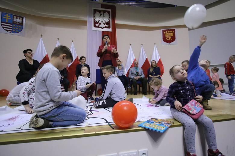 500 plus miało też sprawić, że w Polsce będzie się rodzić więcej dzieci