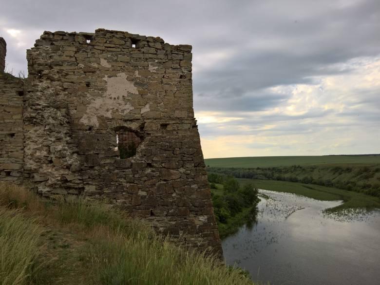Zamki i twierdze, czyli: Wala, obok nas jest ruina