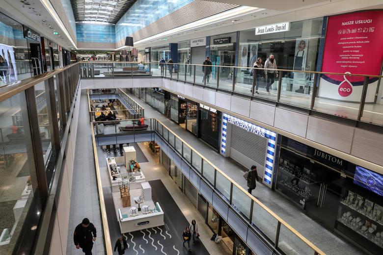Koronawirus w Krakowie. Pustki w galeriach handlowych. Bezpieczeństwo okazało się ważniejsze niż zakupy [ZDJĘCIA]
