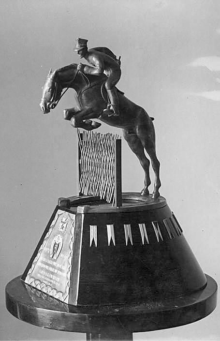 Rzeźba wręczona marsz. Edwardowi Śmigłemu-Rydzowi w 1937 r