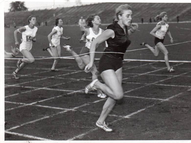 Specjalizowała się w biegach krótkich na 100 i 200 metrów