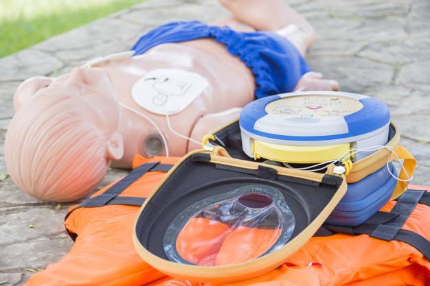 Gmina Deszczno kupiła sześć nowoczesnych defibrylatorów, czyli urządzeń służących do przywracania akcji serca u osób, u których wystąpiło nagłe zatrzymanie krążenia.
