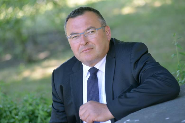 Marek Mielewczyk w latach 80. był wykorzystywany przez byłego już księdza Andrzeja S. Na razie w sądzie wywalczył... przeprosiny. Wraz z Markiem Lisińskim