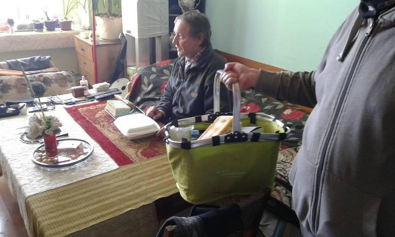W pierwszej edycji programu pomocowego dla seniorów i potrzebujących kurierzy w województwie dostarczyli 153 tys. posiłków.