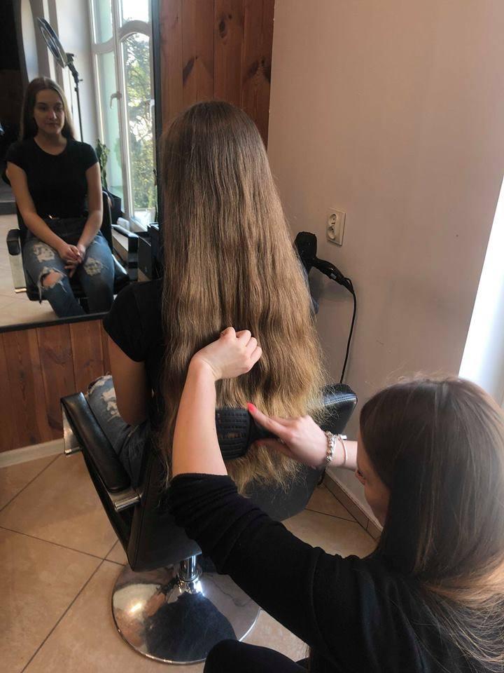 Nawet kilka osób w tygodniu pojawia się w salonach, które współpracują z Fundacją Rak'n'Roll i bezpłatnie oddają swoje włosy na peruki dla chorych po chemioterapii.