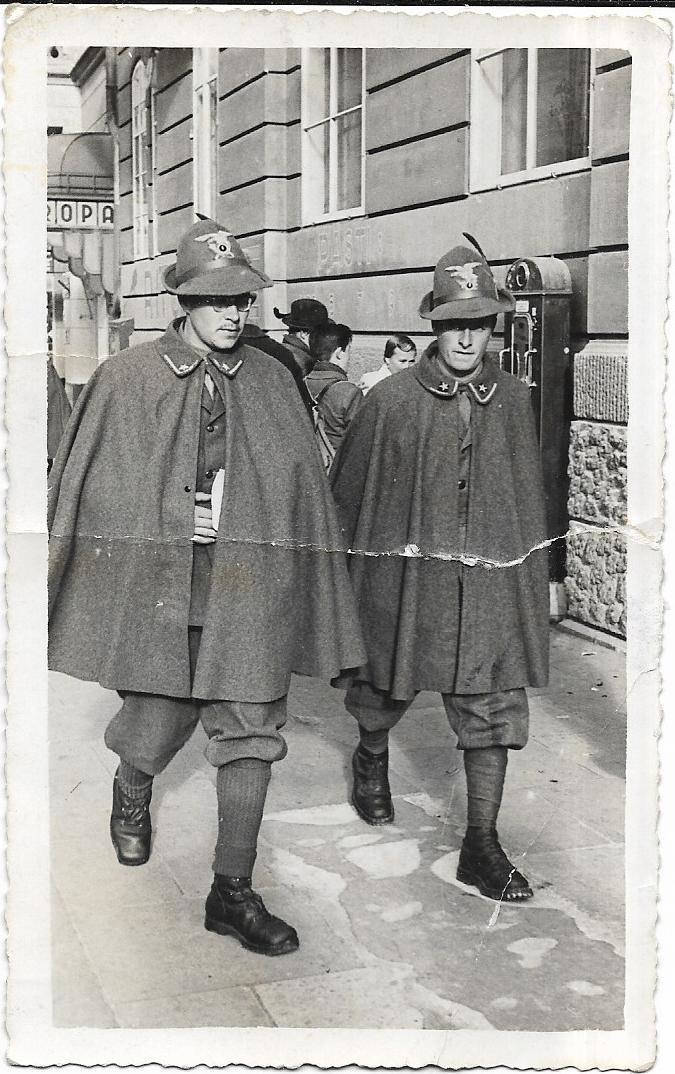 Ezio Micheli (po prawej) w Bassano del Grappa (1942 r.)