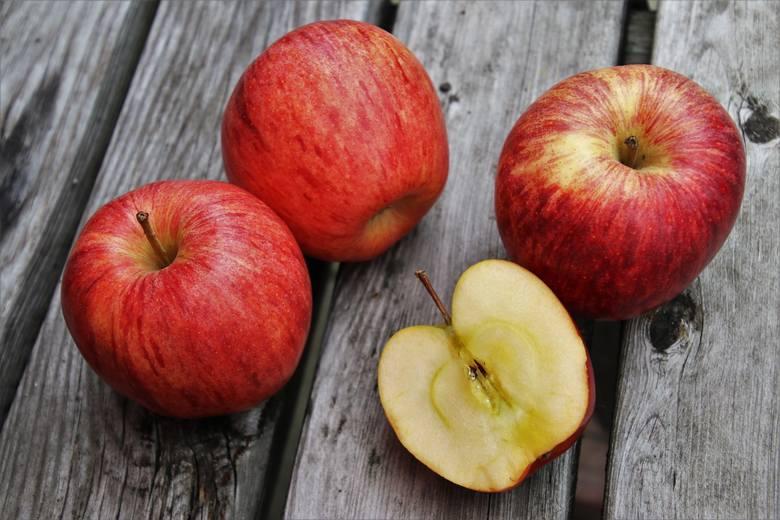 Jaką odmianę owoców wybrać na diecie jabłkowej? Najlepiej sięgać po różne albo postawić tą o najbardziej kwaskowatym smaku i jędrnym miąższu.
