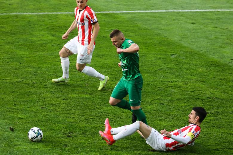 Warta Poznań zakończyła sezon wyjazdowym zwycięstwem z Cracovią 1:0 i piątym miejscem w końcowej tabeli ekstraklasy. Ozdobą meczu była bramkowa akcja,