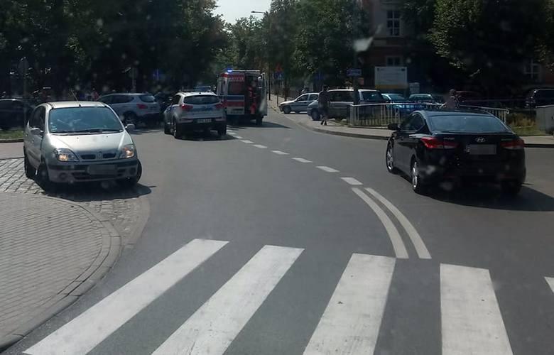 Do wypadku doszło we wtorek, 6 sierpnia, na przejściu dla pieszych w Lubsku. Na miejscu jest karetka pogotowia ratunkowego oraz policja.Do wypadku doszło