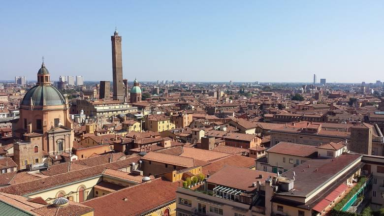 14. Bolonia, Włochy. Te loty też wracają od kwietnia, będą dwa razy w tygodniu, w poniedziałki i piątki. Wylot z Pyrzowic o 16.15. Lot trwa nieco ponad
