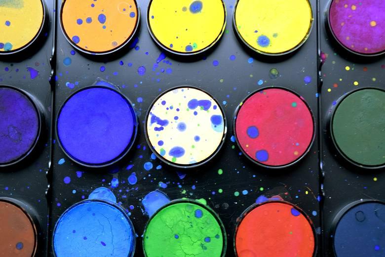 Oko osoby chorej na daltonizm nie jest zdolne do rozpoznania barwy zielonej oraz rozróżniania kolorów: czerwonego, żółtego i pomarańczowego.
