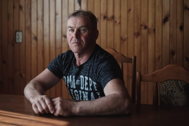 Najstarszym z rolników, który pojawił się w zerowym odcinku jest Marek, który mieszka i pracuje od 30 lat w 24 hektarowym obecnie gospodarstwie. To mężczyzna