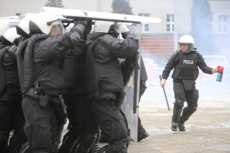 Policja kontra kibice to droga walka