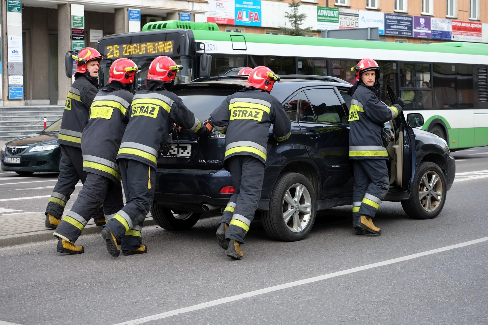 Wypadek Na Skrzyżowaniu Skłodowskiej Legionowa Toyota