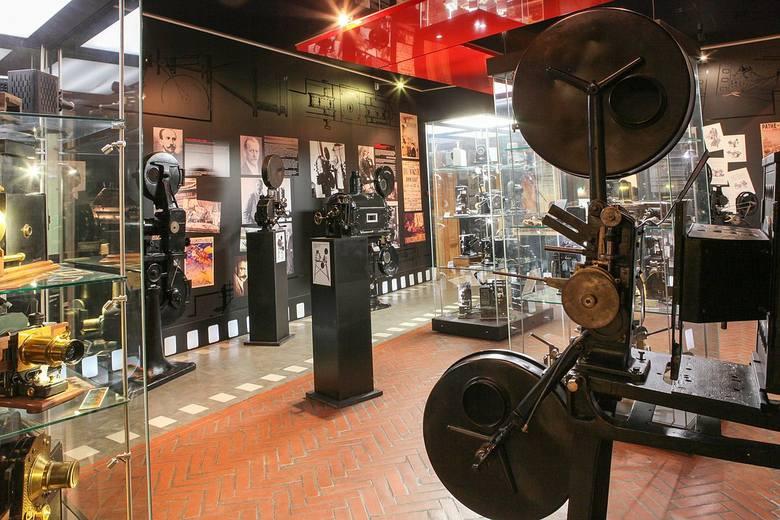 Muzeum i oglądanie eksponatów to nuda? Tak myśli wielu Polaków. Muzea wymyślają kolejne sposoby na przyciągnięcie do siebie zwiedzających. Jeśli nie