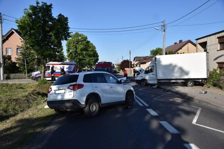 Przyczyny zdarzenia oraz jego dokładny przebieg ustalają policjanci. Najprawdopodobniej jednak kierowca samochodu osobowego marki Suzuki, jadąc w kierunku