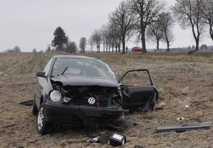 W niedzielę wczesnym rankiem policjanci pracowali na miejscu wypadku drogowego, do którego doszło na drodze wojewódzkiej między Drygałami a Pogorzelą
