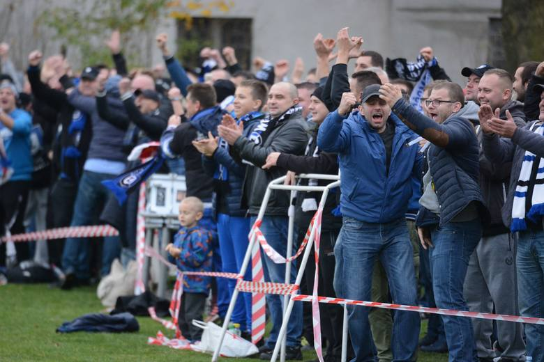 Start Pruszcz pokonał Zawiszę Bydgoszcz 2:1 (0:1) w meczu na szczycie 13. kolejki I grupy V ligi. Zawiszanie  objęli prowadzenie po strzale Dawida Deresiewicza