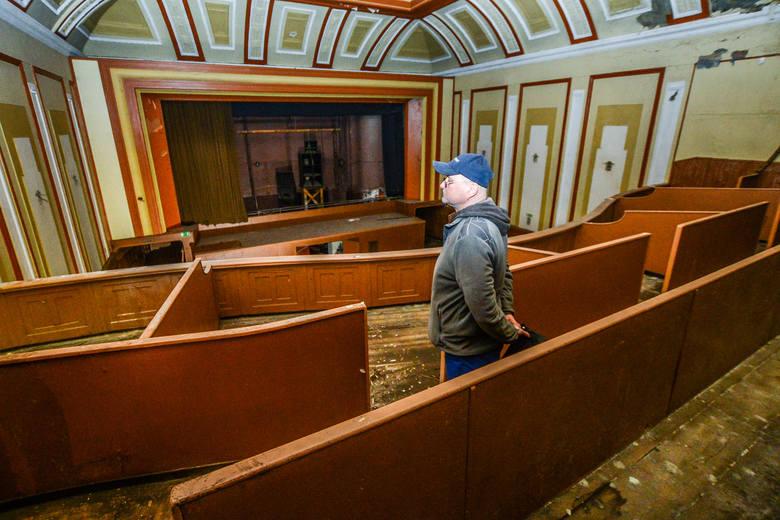 """- Z loży na balkonie oglądałem tu film po raz ostatni - mówi Robert Polański. - Którąś z części """"Gwiezdnych wojen""""Górne, małe foyer przy wejściu na balkon. Kto jeszcze pamięta, że jest tam ściana wyściełana lustrami?<br />"""