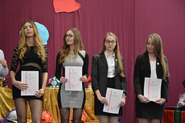 I LO w Łowiczu: Koniec roku szkolnego klas maturalnych [Zdjęcia]