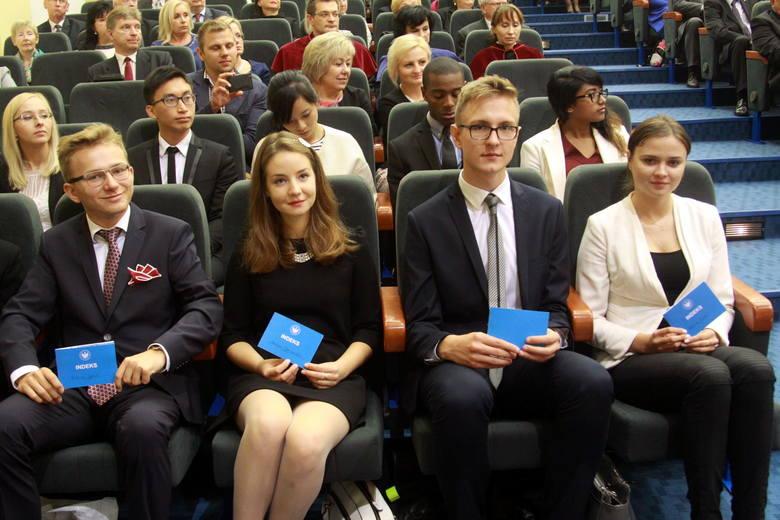 Uniwersytet Medyczny oficjalnie powitał nowych studentów (ZDJĘCIA)