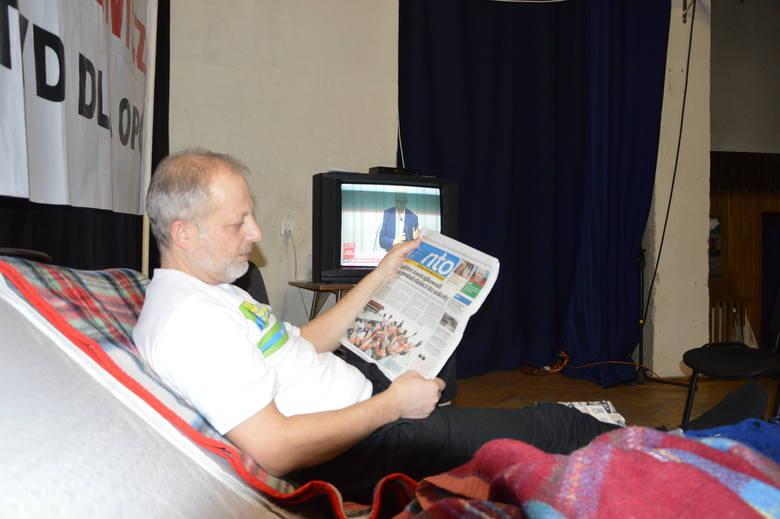Janusz Piontkowski środowy poranek zaczął od prasówki oraz śledzenia wiadomości. Liczył na newsy o głodówce i Dobrzeniu.