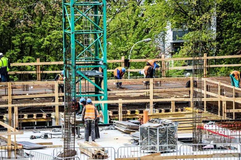 Prace przy budowie Centrum Zdrowia Matki i Dziecka w Zielonej Górze idą sprawnie. To jedna z tych inwestycji, które cieszy się zainteresowaniem mieszkańców
