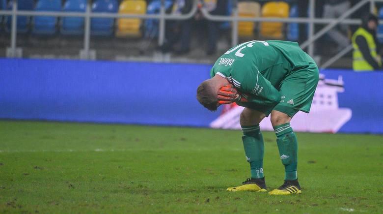 Nafciarze rzutem na taśmę utrzymali się w Lotto Ekstraklasie i to może dlatego, że niemiecki golkiper został zmieniony przez Bartłomiej Żynela. 30 spotkań
