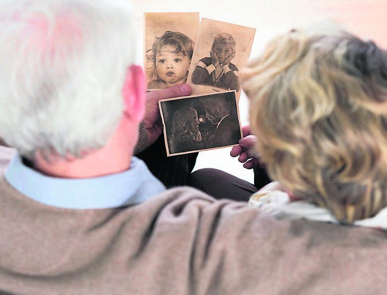 Rozdzielone rodzeństwa i adoptowane dzieci korzeni szukają najczęściej latem i podczas świąt