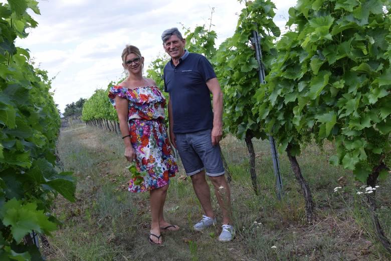 Winnicę w Byczu założył Władysław Hiki. Pracuje i cieszy się tym miejscem razem z żoną Katarzyną.