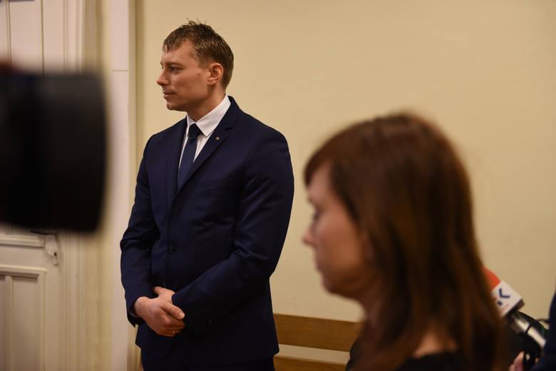 Rok i dwa miesiące więzienia w zawieszeniu na 2 lata - to kara dla Remigiusza Dominiaka za napaść na prezydenta RP.