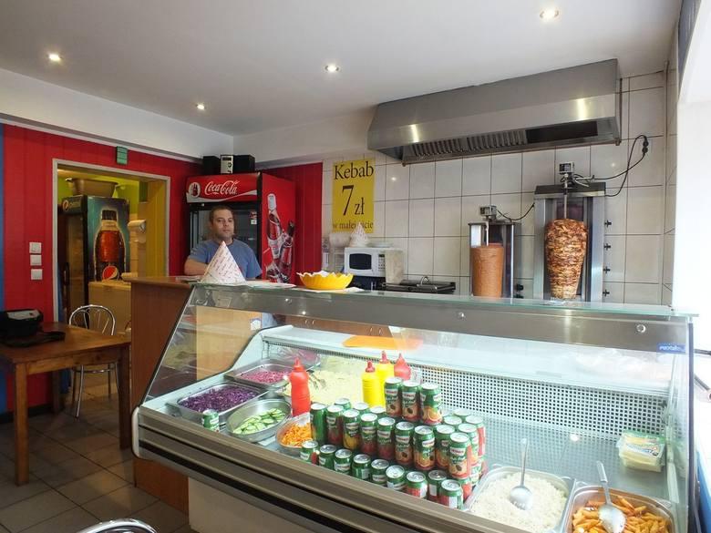 Starachowice, Kolejowa 24,507 372 764Kebab Dahab oferuje dania kuchni tureckiej. Specjalność zakładu to kebaby: z kurczakiem, baraniną lub wegetariański.