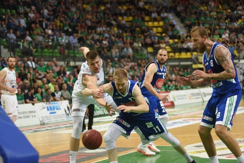 Trener Anwilu Włocławek smutny dziękował za mecz Andrejowi Urlepowi, ale jego koszykarze walczyli do końca. Niestety, przegrali po dogrywce w Zielonej