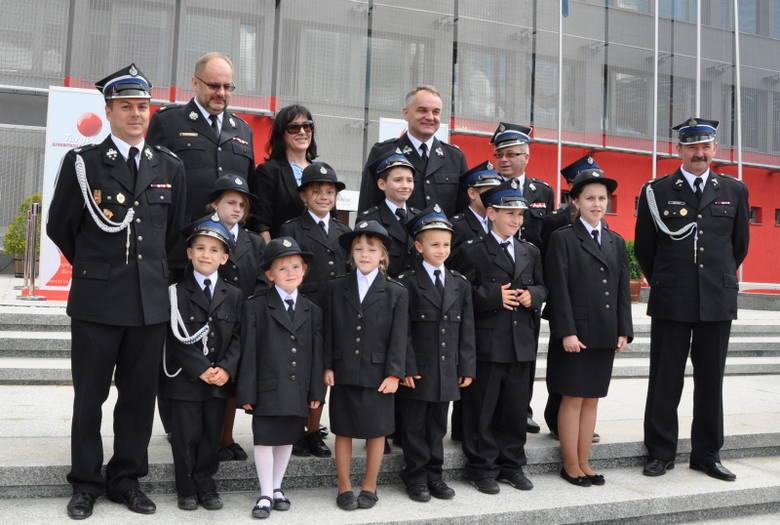 Mali strażacy na targach pożarniczych w Kielcach, z druhem Waldemarem Pawlakiem