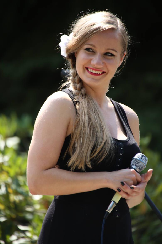 Agnieszka Podubny, piosenkarka z Leżajska: Mikrofon kopał prądem. Usta miałam jak Angelina Jolie