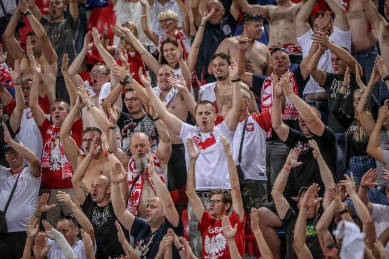Polscy kibice opanowali stadion w Bolonii i dopingowali przez niemal cały mecz.