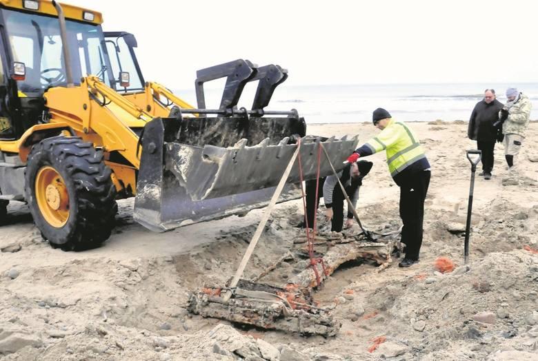Niemiecki pojazd znaleziony na plaży. Wojskowy profesora Porsche