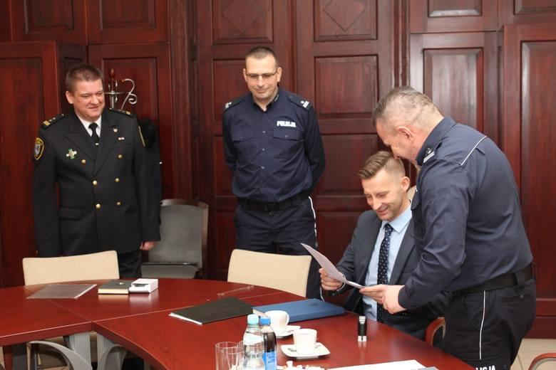 Sprzęt został przekazany przez prezydenta Ełku Tomasza Andrukiewicza.