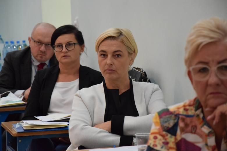 - Zadaniem zespołu będzie współpraca z podmiotem w przygotowaniu Diagnozy oświaty w Powiecie Nowosolskim oraz konsultacje podczas opracowywania strategicznego dla całego regionu dokumentu - informuje starostwo.