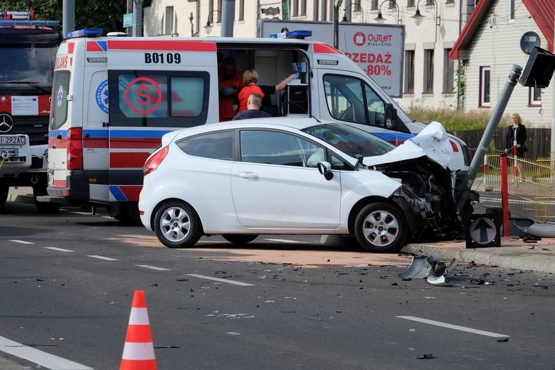 Skrzyżowania dróg to miejsca gdzie występują przecięcia torów ruchu pojazdów i pieszych – tzw. ruch kolizyjny. Przepisy wymagające od uczestników ruchu