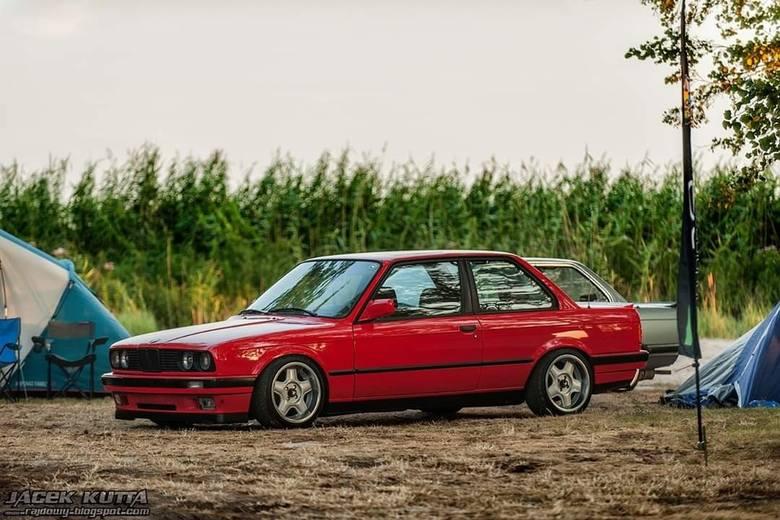 BMW e30, 1989 r., Łukasz Sochocki BMW e30 jest klasykiem który jest bardzo ładna i znane w latach DTM walczyło na torach wyścigowych i dużo wygrywało.