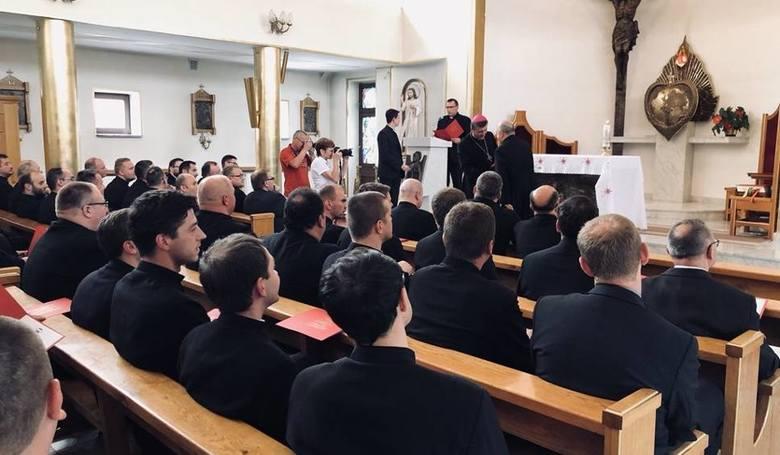 Na zdjęciu: udzielenie posług klerykom Wyższego Seminarium Duchownego przez arcybiskupa Marka Jędraszewskiego