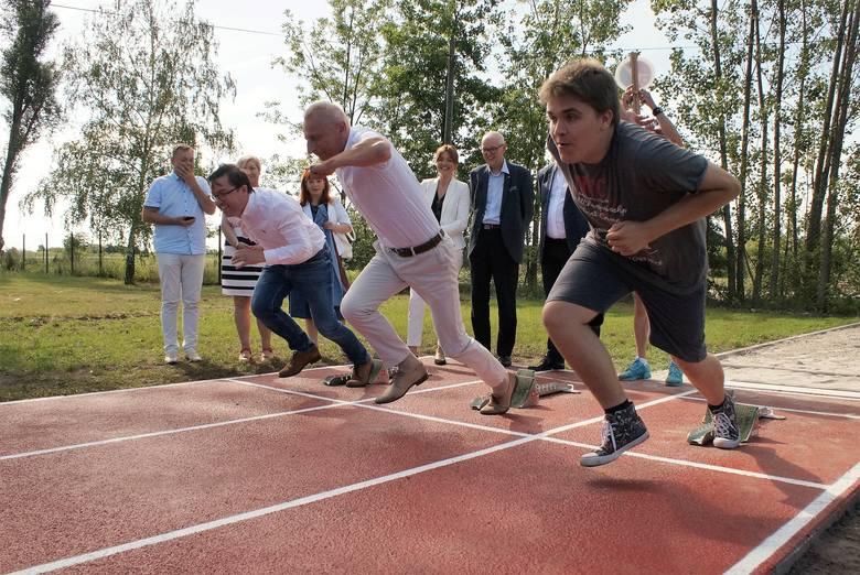 W Szkole Podstawowej nr 16 w Inowrocławiu otwarto 18 czerwca nowo wybudowaną bieżnię lekkoatletyczną i skocznię w dal. Inwestycję wykonano w ramach Inowrocławskiego