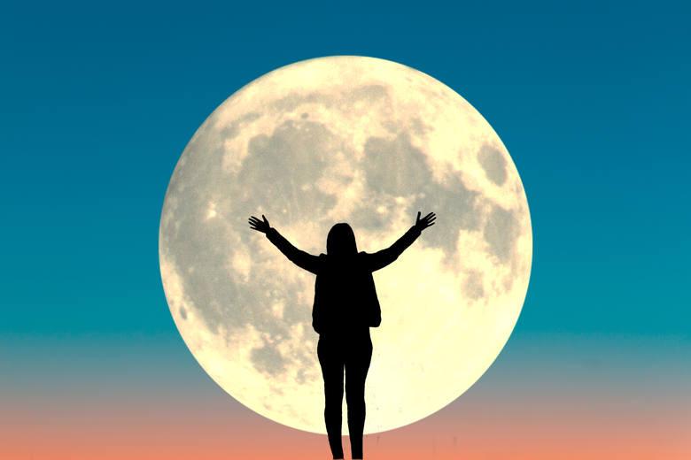 Czy naprawdę istnieje wpływ pełni Księżyca na człowieka, czy to tylko siła sugestii? Zobacz, co ustalili naukowcy. Nie uwierzysz, na ile rzeczy może