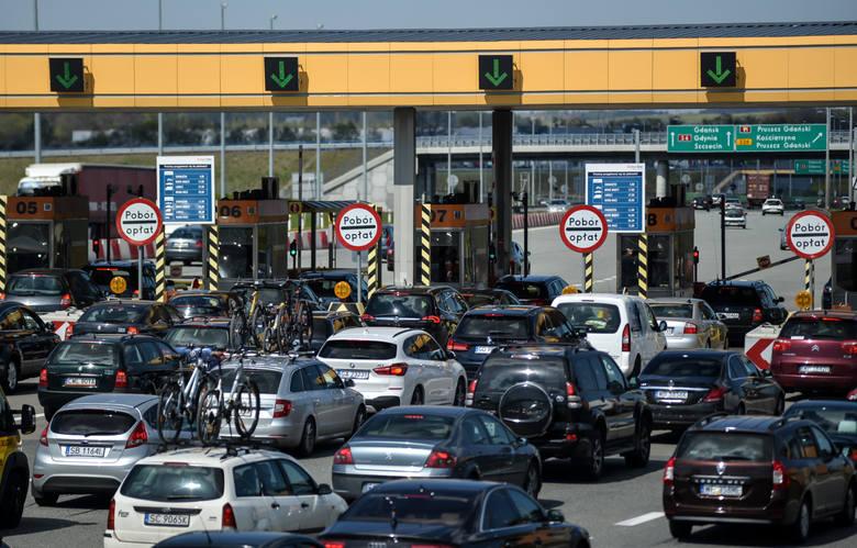 W Polsce mamy trzy autostrady. Część z nich jest bezpłatna, ale za przejazd na niektórych odcinkach musimy słono zapłacić. Prezentujemy wysokość opłat