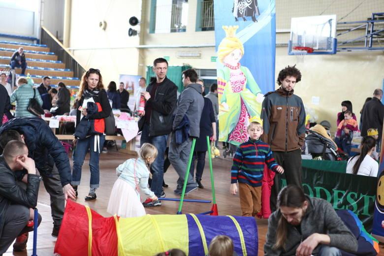 Tłumy dzieci i rodziców na 2. bazarku Klubu Mamy [ZDJĘCIA]