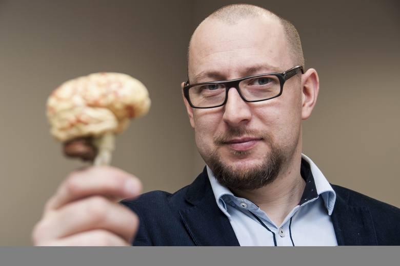 dr Szymon Wichary